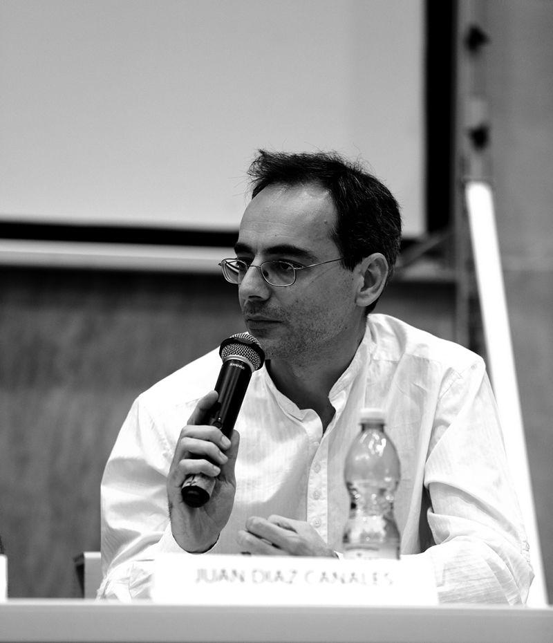 Incontri e passaggi: Juan Diaz Canales durante il dibattito